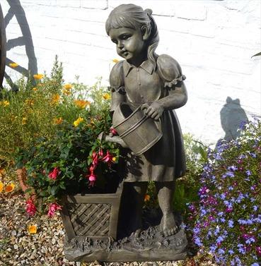 Daisy Statue Planter Ornament - Polystone - Europa Leisure